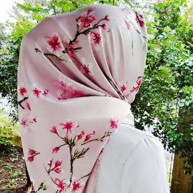 Hijab kerudung segiempat maxmara silk