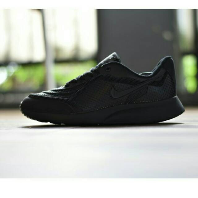sepatu adidas pria wanita sekolah olahraga sneaker hitam badminton puma  adizero air max  93dd8075d8