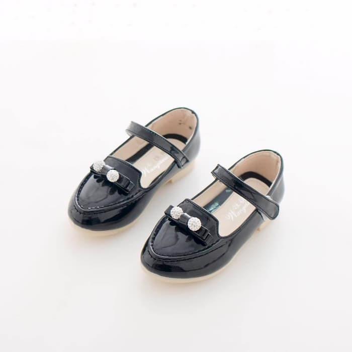 Sepatu anak .