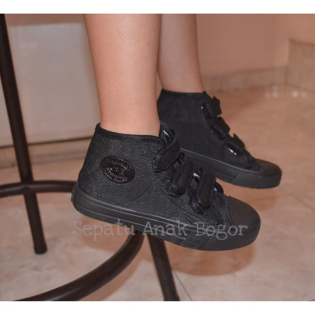 Sepatu anak sekolah TK SD NB warna hitam boot velcro murah ori ... 4bcde2940f