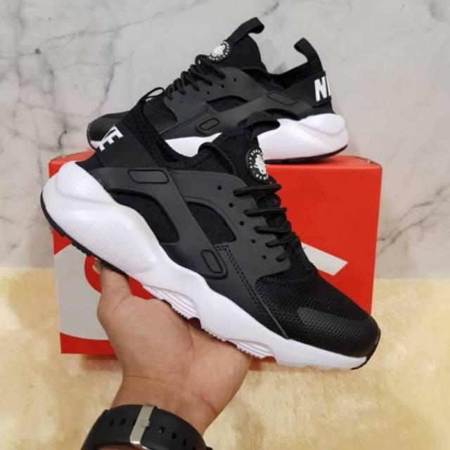 *COD* PREMIUM ORIGINAL Nike Huarache Black White