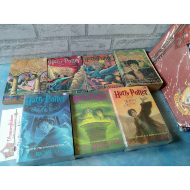 Buku Novel Impor Harry Potter and the Philosopher's Stone Illustrated | Shopee Indonesia