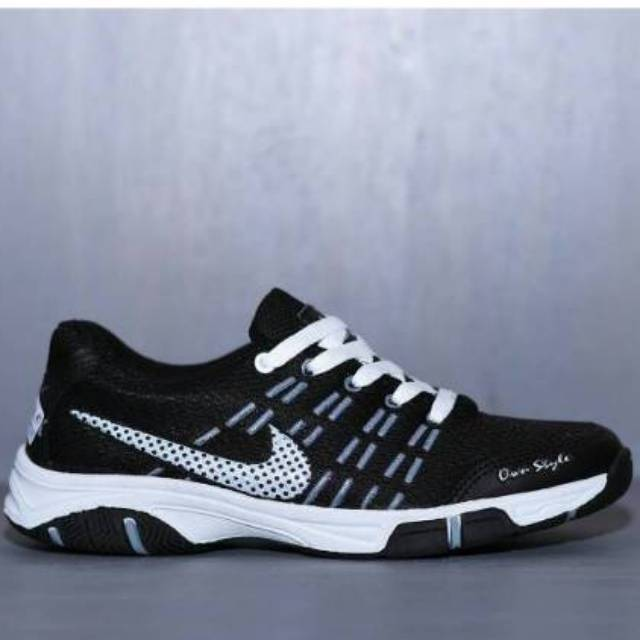 Sepatu Nike Badminton Hitam Putih Pria Wanita Airmax Store Running Futsal Sekolah Kuliah Lari Sport