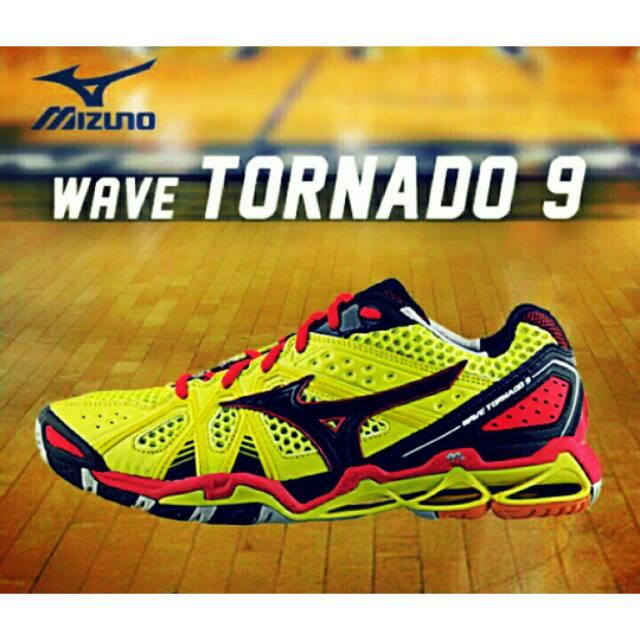Sepatu Mizuno Wave Tornado Mid Voli  65cc520ce3