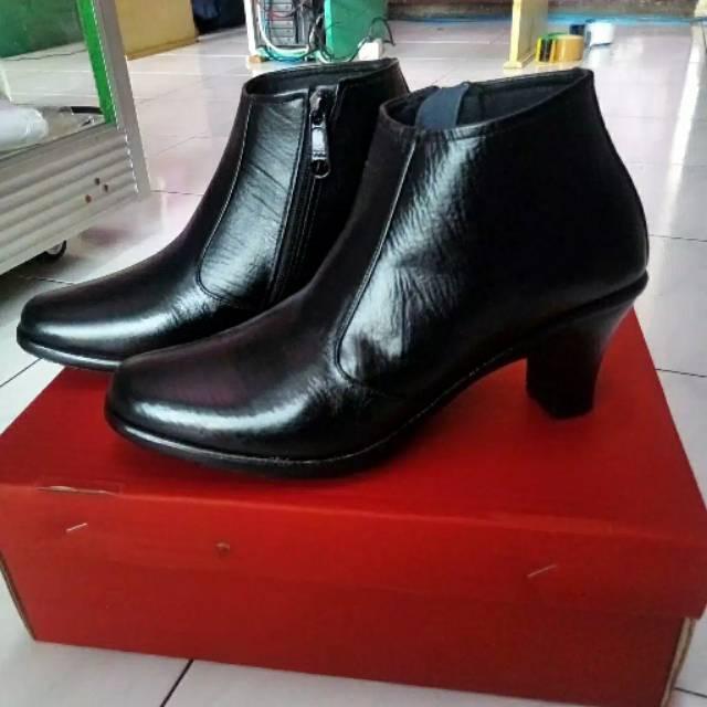 sepatu pantofel wanita model boots