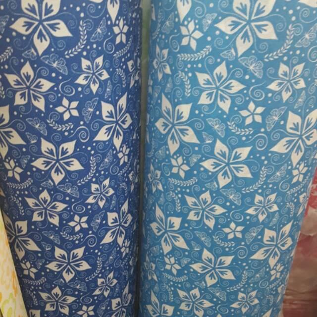 Wallpaper Dinding Motif Batik Kupu Biru Tua Dan Muda