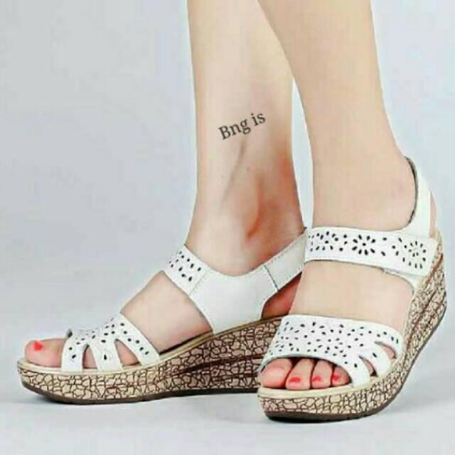 c121b57d2e68 Sandal wanita wedges cewek empuk trendy style hitam dan abu