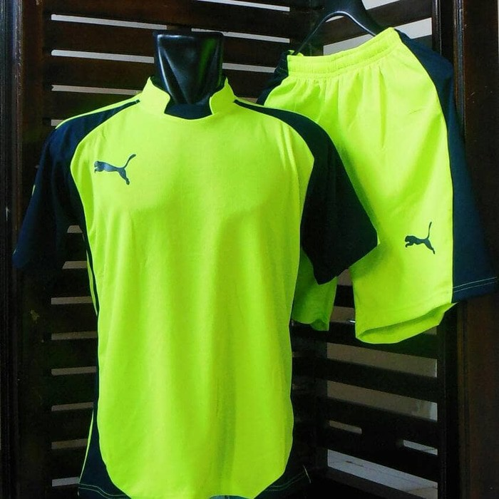 Jersey Futsal  Puma  Setelan Kaos Olahraga  Baju Bola  Seragam  Kostum  Team  Tenis  Badminton  97225152de