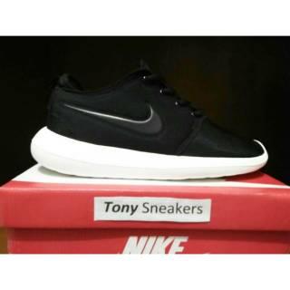 Sepatu Nike roshe two black   generasi kedua setelah roshe run 6b2d638532