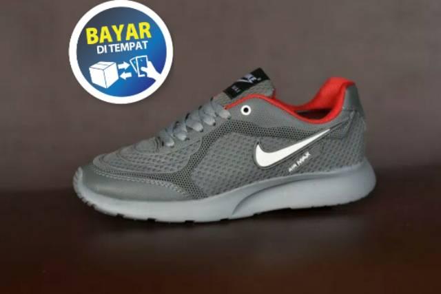 Belanja Online Sneakers - Sepatu Pria  1c587ae1c8