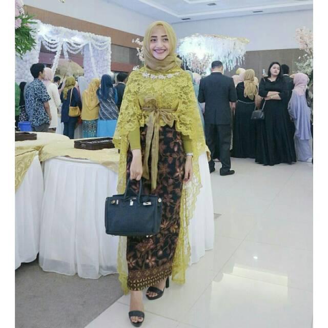 Model Baju Batik Buat Acara Kondangan Terbaru 2018  4b4e8af13d