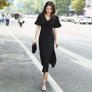 Gaun Wanita Dengan Model Kerah V Neck Dan Potongan Slim Warna Hitam