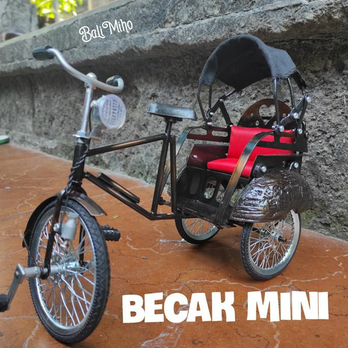 Produk Unggulan] Miniatur Becak Logam/Becak Mini/Mainan Becak/Becak Besi/Tradisional