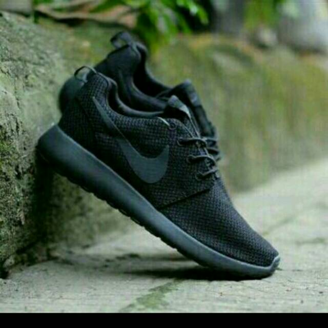 Nike Roshe Two Sepatu Sekolah Sepatu Kantor Hitam Polos Sepatu Full Black  49bc0ac3d8
