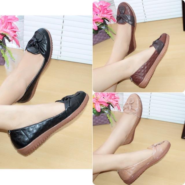 Sepatu Wanita Flat Shoes .