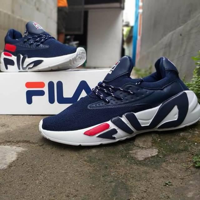 Terlaris Sepatu Fila Cowok Terbaru Shopee Indonesia