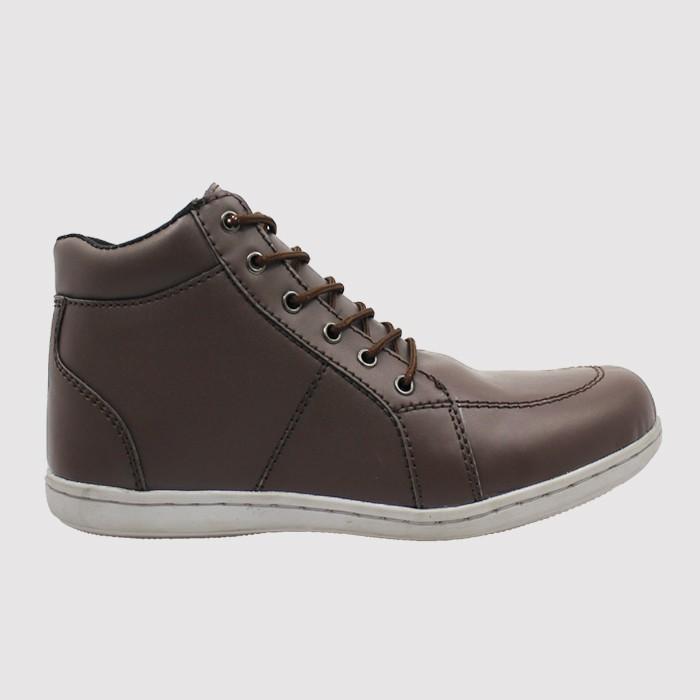 Sepatu Casual Pria Blucrat Goku Brown  68e06bdbc3