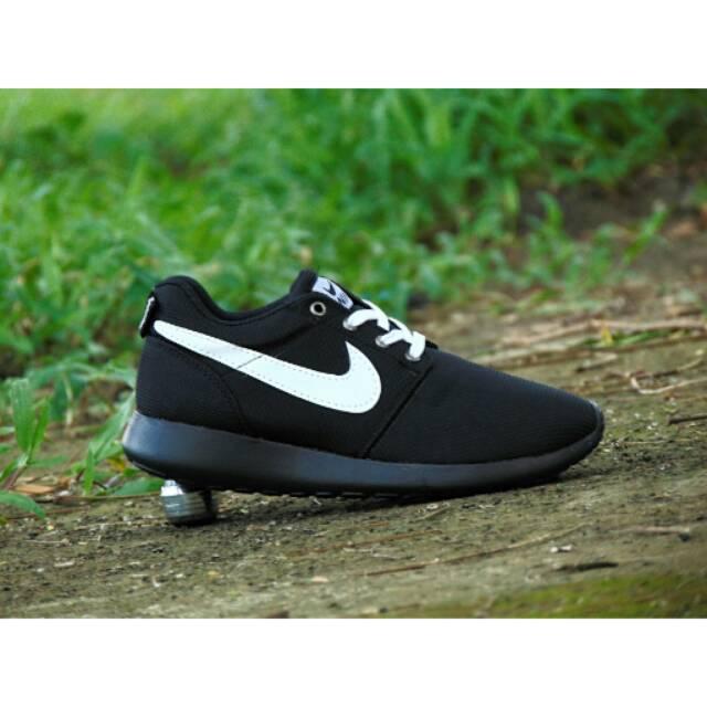 Sepatu Kets Nike Roshe Run Men GRADE ORI Hitam Putih Sneakers Cowok Cewek c99014127d