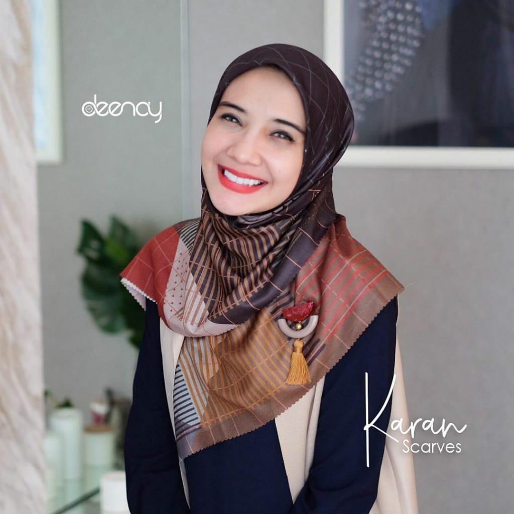 Terbaru Hijab Segi Empat Deenay Motif Karan Voal Shiny Original 115x115cm Shopee Indonesia
