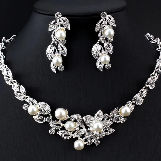 Set Perhiasan 3pcs Kalung Anting Mahkota / Tusuk Rambut Berlian Mutiara Pearl Diamond Butterfly | Shopee