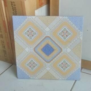 Keramik Lantai Kamar Mandi Tangga 25x25 Kw 3 Merk Uno Arwana Gratis Ongkir