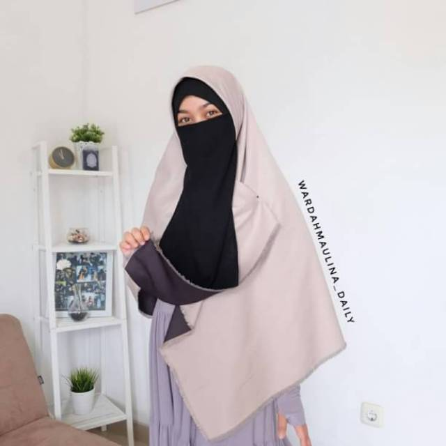 Ashilla Khimar Twotone Tanpa Cadar Pale Grey Black By Wardah Maulina Daily Shopee Indonesia