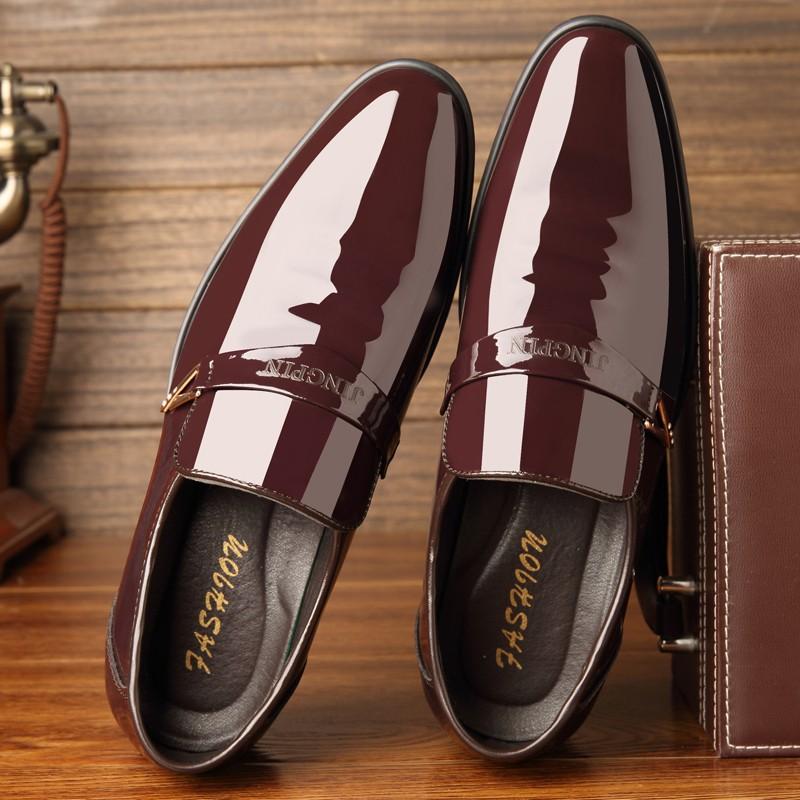 Sepatu Sneaker Berkelas Pria Berpakaian Sepatu Pengantin Formal ...