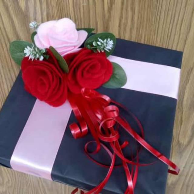 Buket Bunga Kotak Hadiah Wisuda Ulang Tahun Buat Pacar Pernikahan Dll Shopee Indonesia