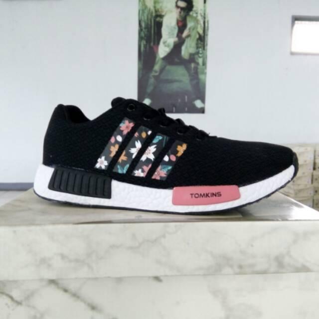 Sepatu Tomkins Sonia Black White  dd4e20bb51