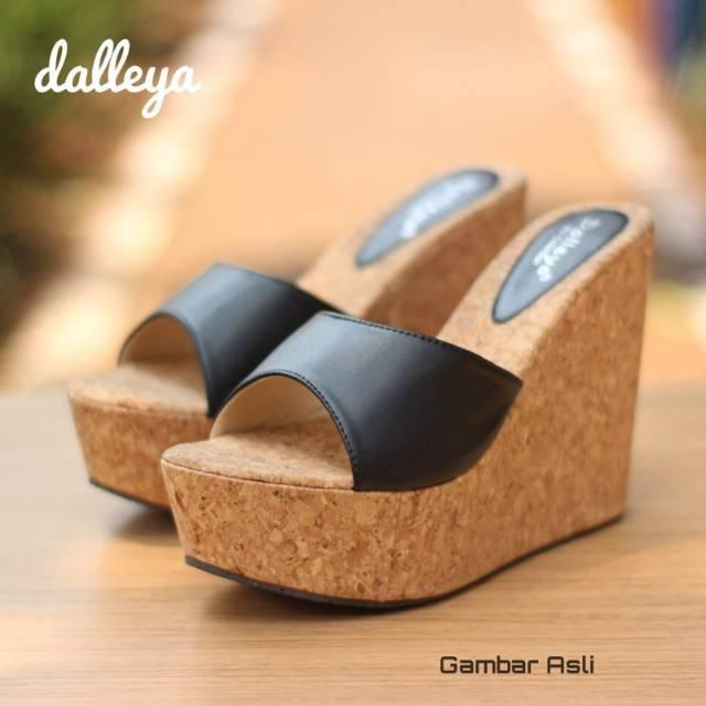 b3df94704de0 Dalleya DARAMI - sandal wedges casual wanita cantik simple mika cantik  terlaris
