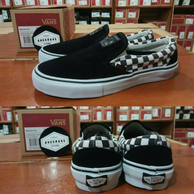 Sepatu Vans Slip On Motif SNOOPY PEANUTS Checkerboard Catur Black White -  Original PREMIUM BNIB  792228331f