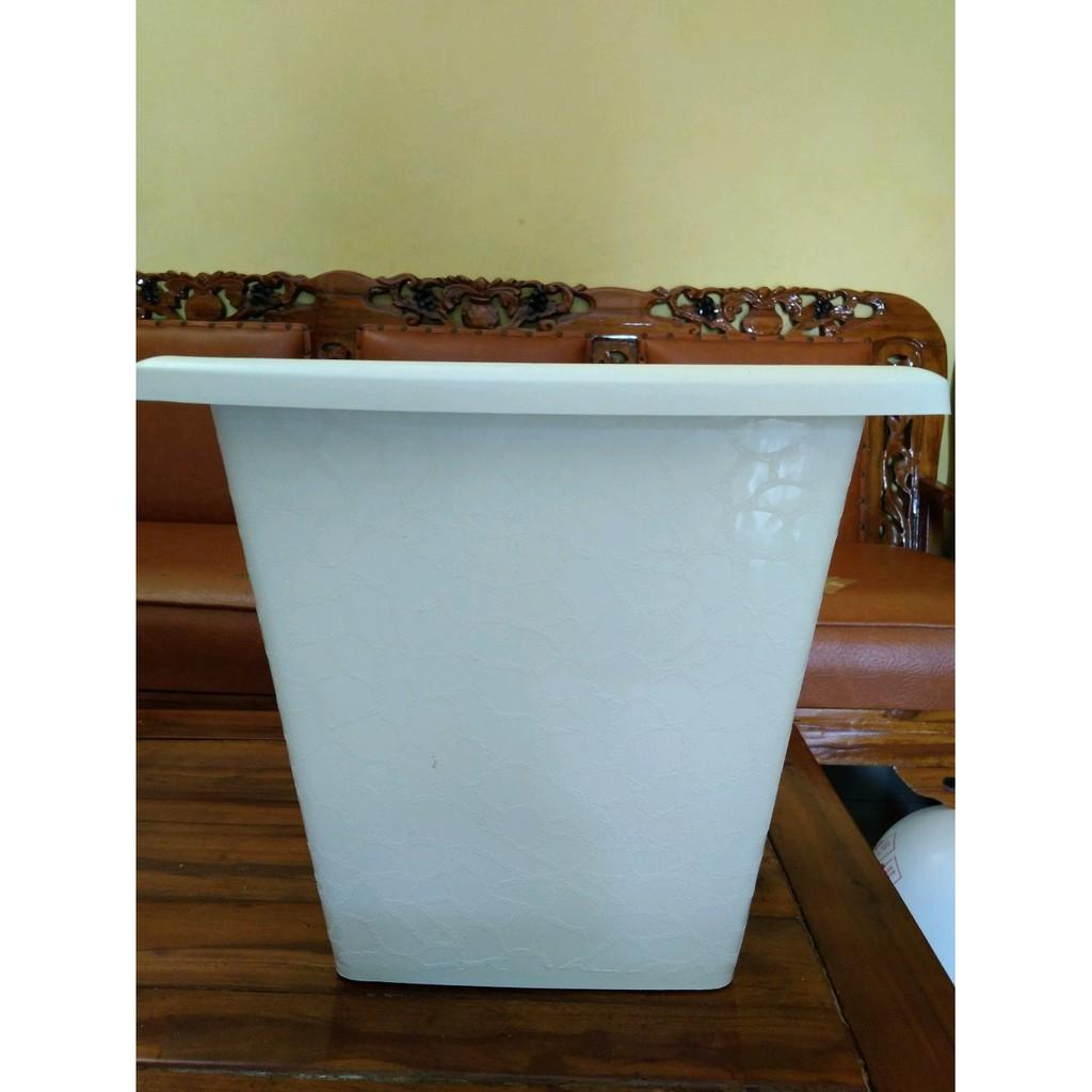 Jirifarm Pot Kaca Hias Ukuran 4x4x18 cm. Source · Jual Pot Tawon PUTIH TINGGI KUALITAS KUAT ukuran 30cm dan TATAKAN khusus gojek | Shopee Indonesia