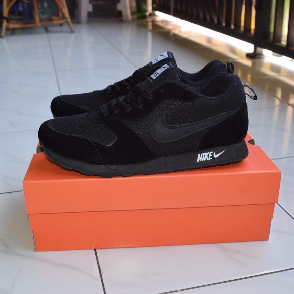 Sepatu sekolah hitam   Nike md runner hitam polos   Sneakers sekolah nike  hitam full black 0c00c01f64