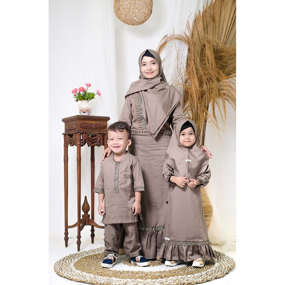 Busana Muslim Couple Ibu dan Dua Anak ( Azkia Dress - Nelly Hijab ID )
