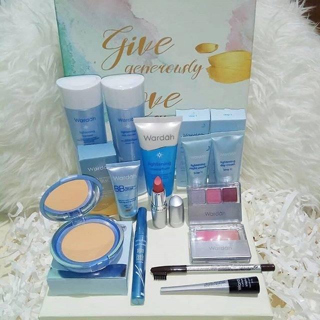 Paket Makeup Seserahan Wardah Lightening Series 14in1