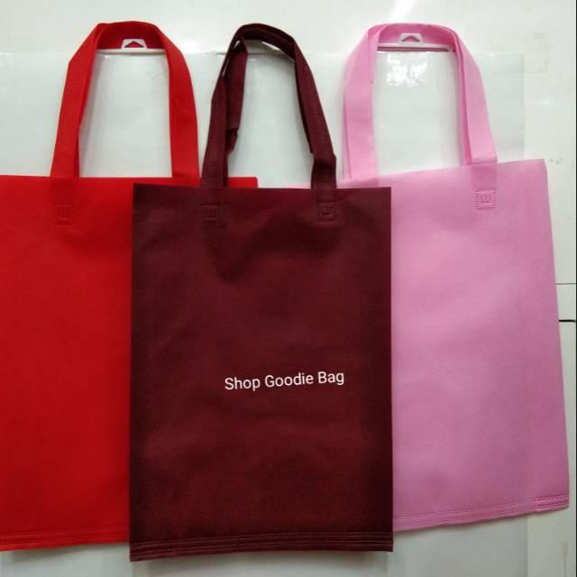 Tas Spunbond Handle uk 30x40x8 / Goodie Bag / Tas Kain Polos | Shopee Indonesia