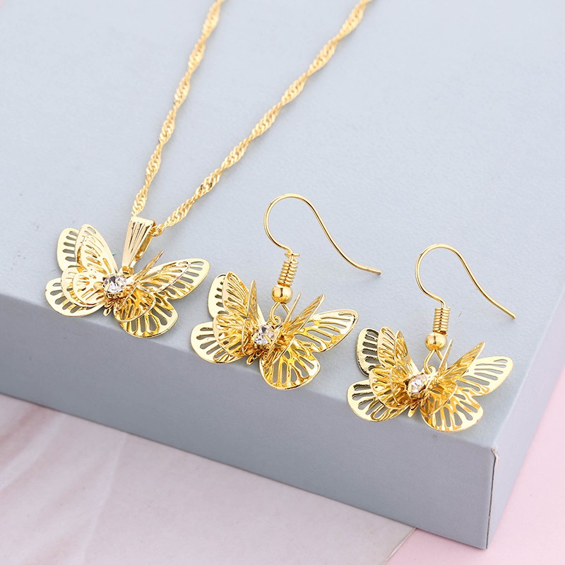 LRC Kalung Wanita Classical Bronze Hollow Out Butterfly Alloy Korean Necklaces | Shopee Indonesia