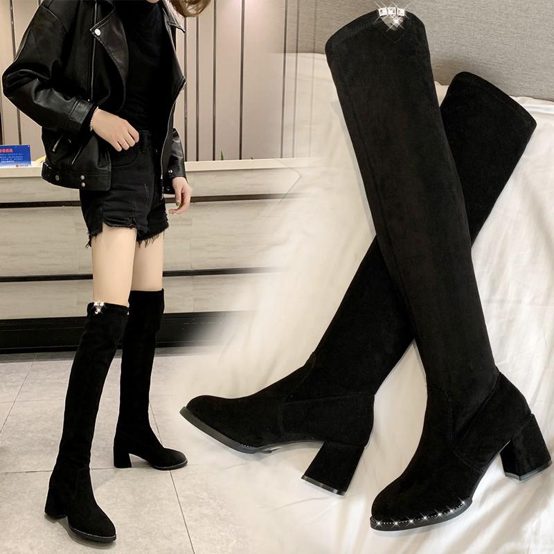 Sepatu Boots Tinggi Selutut Bahan Velvet Tipis Elastis Warna Hitam