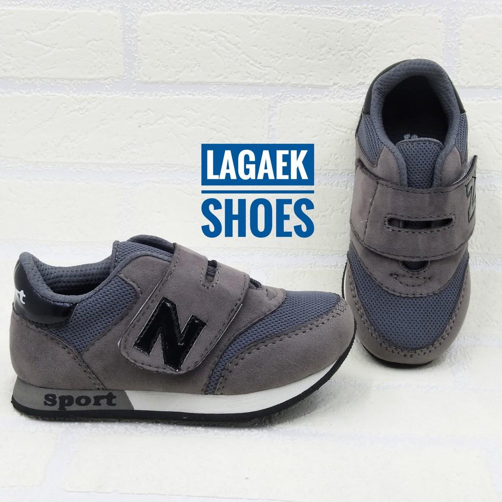 Sepatu anak 4 5 6 7 tahun SPORT keren perekat velcro abu-gray simple dengan perekat bahan bagus   Shopee Indonesia