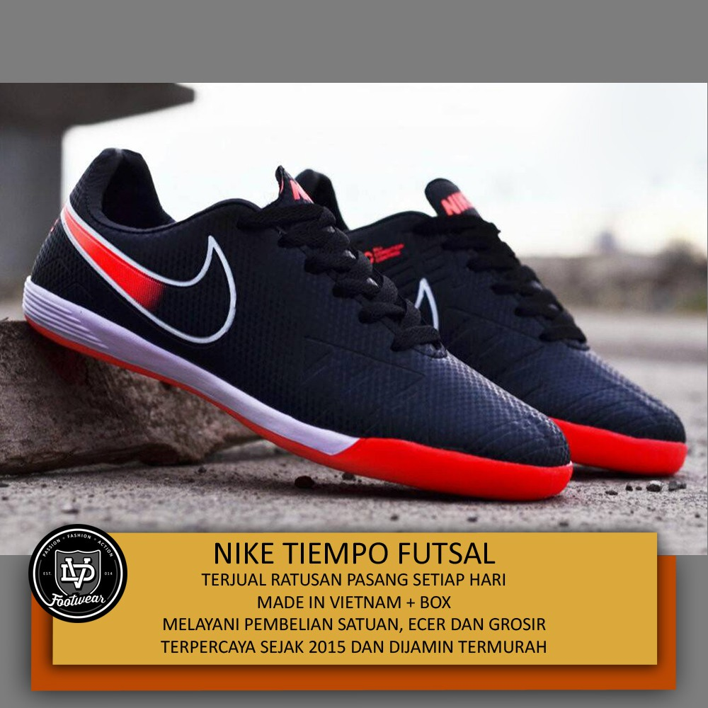 Sepatu Futsal Puma Future 18.3 IT Black 104334-02  323f18209d