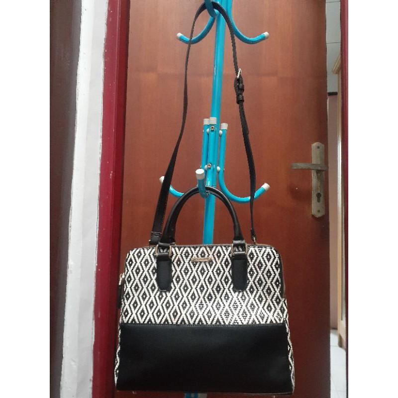 Sonovi sling bag