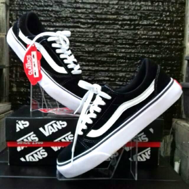 Vans Classic NEW Old Skool Black White Kualitas Terbaik Sepatu Hitam Putih  Pria Wanita  ba44a330b8