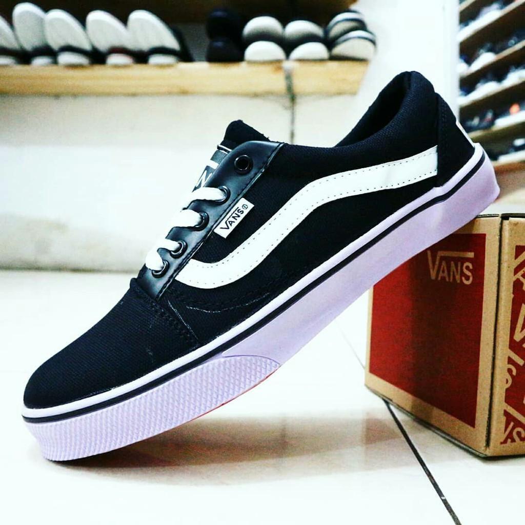 Dr Kevin Sepatu Kasual Santai Pria 13287 Hitam Abu Shopee Men Casual Shoes 13355 Grey Muda 42 Indonesia