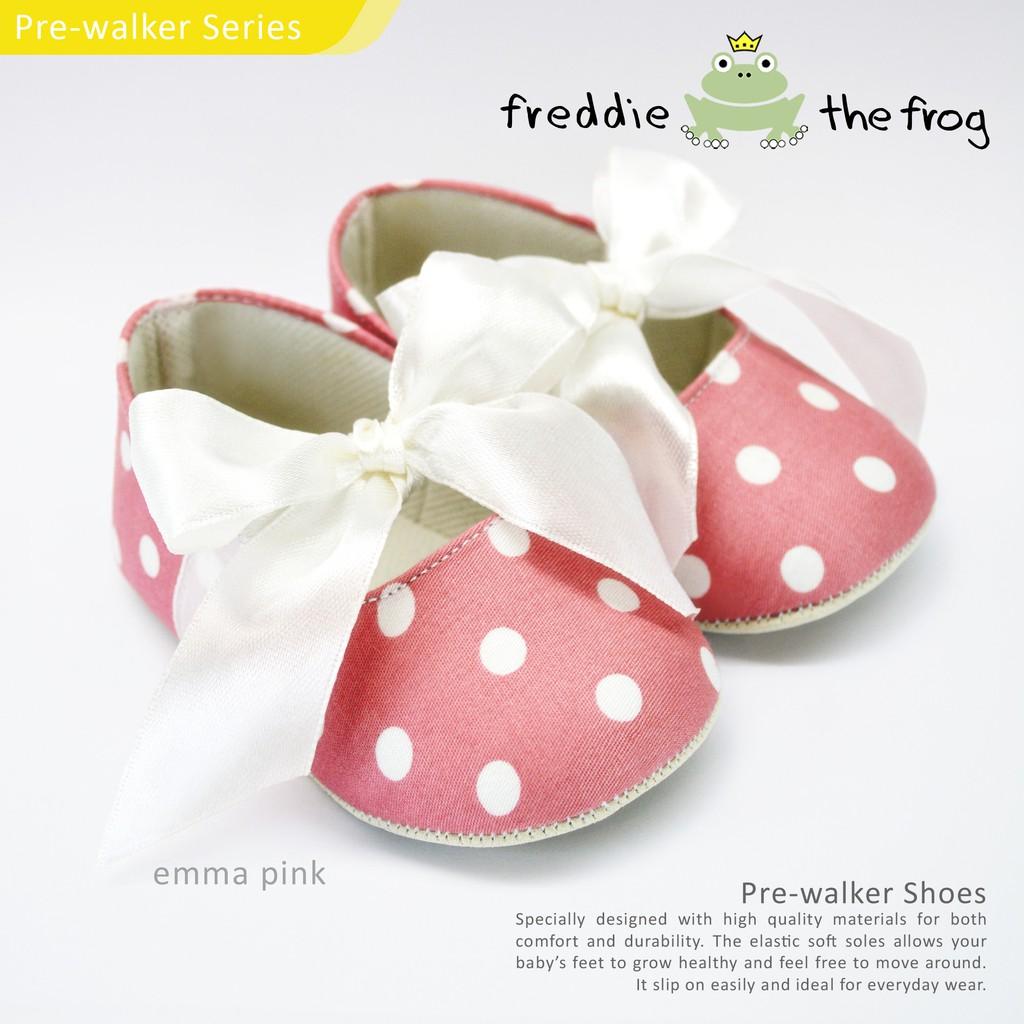 Prewalker Baby Girl Shoes Sepatu Bayi Cewek Pink Motif Love Kecil Perempuan Dengan Pita Renda Shopee Indonesia