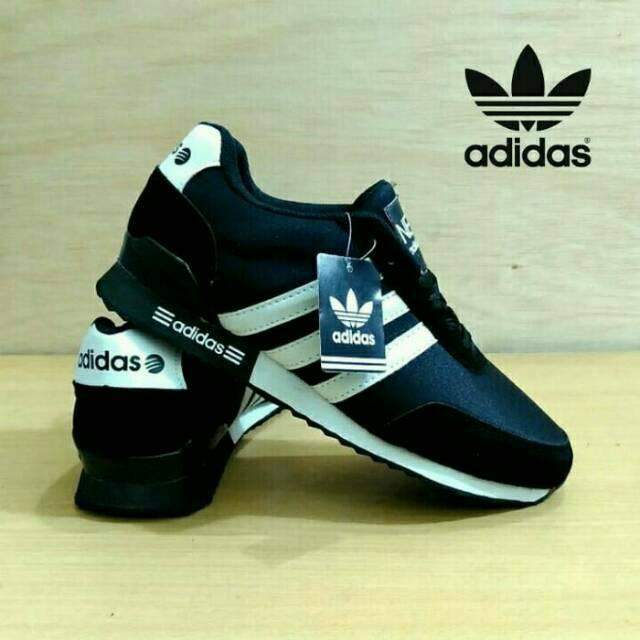 Sepatu Adidas Neo Hitam Putih  68b9f348f5