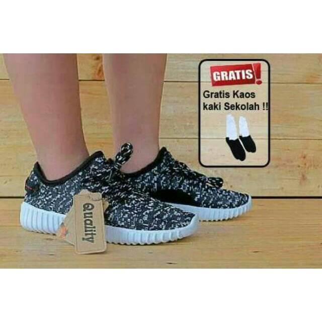5ec5eb457a4f4 Sepatu Pria Wanita Anak Sekolah Adidas Yeezy Boost Import Black White   Hitam  Putih