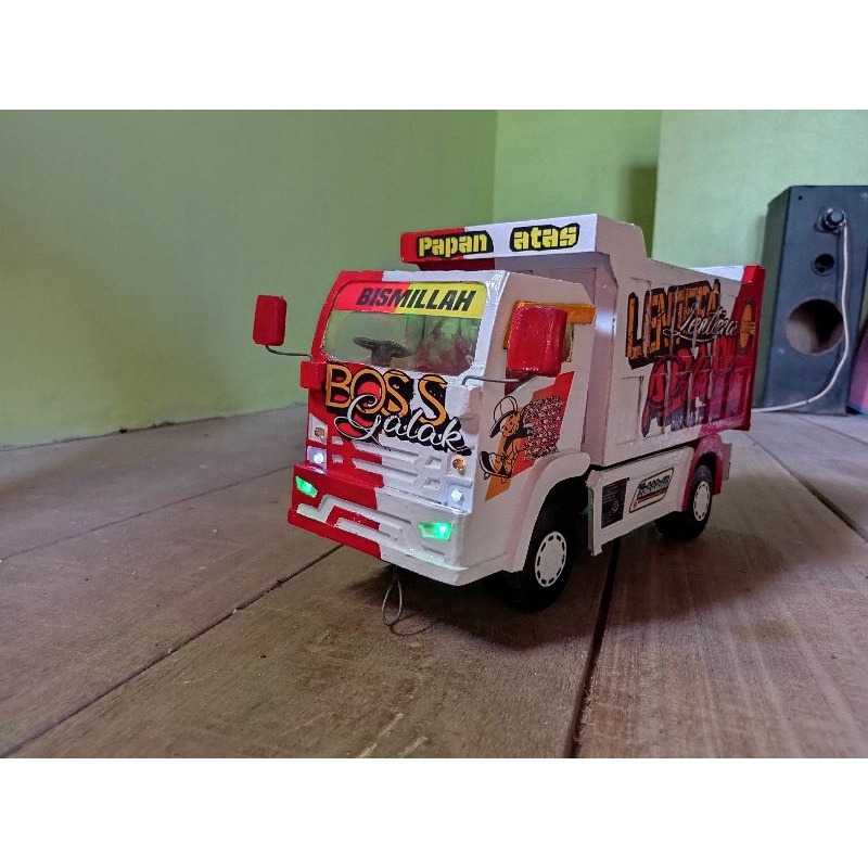 Miniatur truk   dump truk   isuzu Elf nmr 71