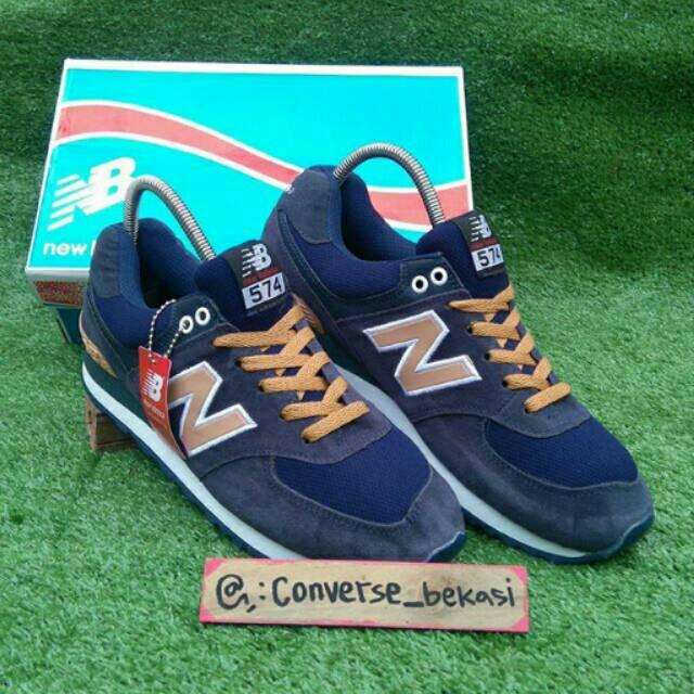 Promo Sepatu Pria New Balance 574 Sneakers Kasual Beige Original  Berkualitas  a8e54b5bb0