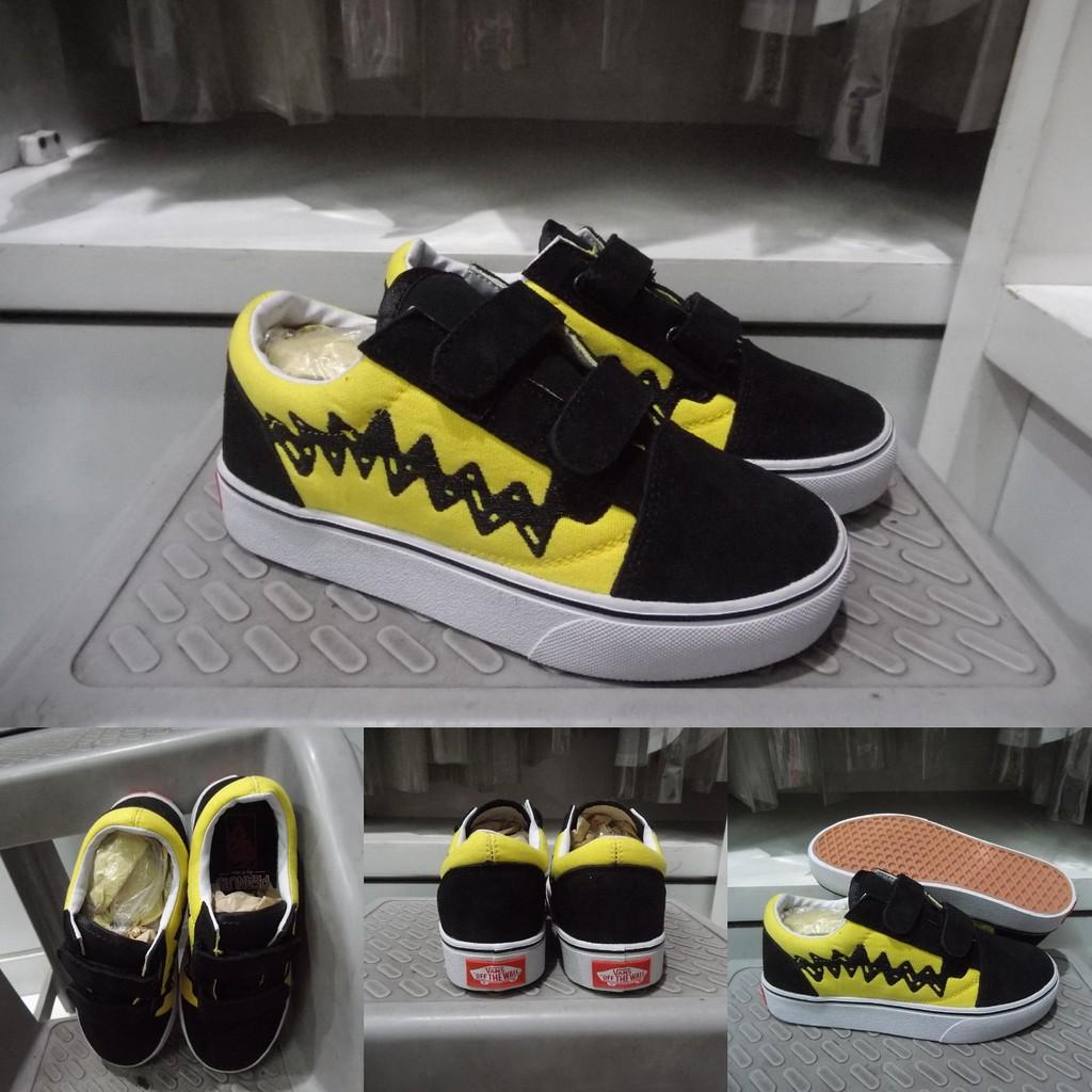 Sepatu Kets Anak Vans Old Skool Peanuts Charlie Brown Velcro Yellow Black  Kuning Hitam  4f1152a637