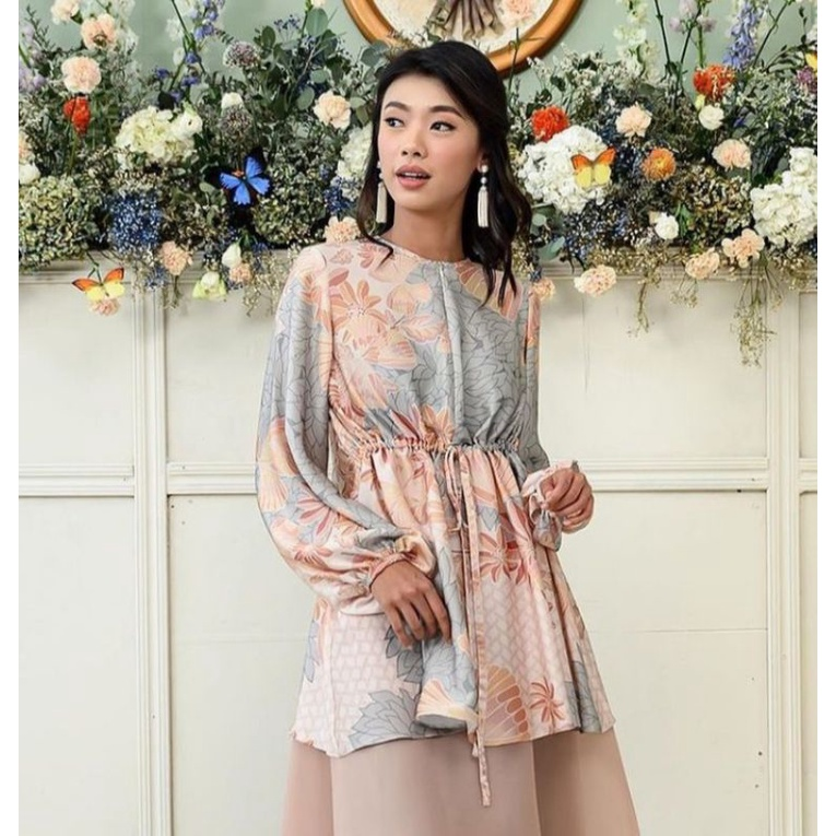 Claire Blouse by. Wearing klamby cotton candy size M